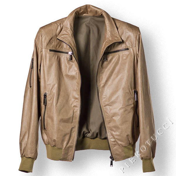 Parchment beige in this lambskin leather jacket