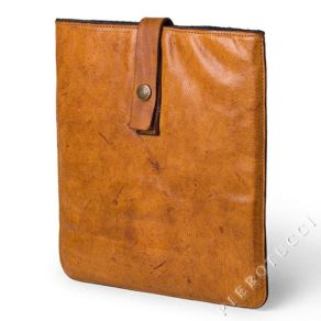 Campomaggi_Leather_Messenger_iPad_Case_in_distressed_leather_12716