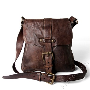 Cross body Campomaggi bags