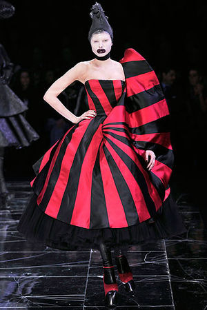 alexander-mcqueen-fall-2009-red-and-black-stripe-dress-profile