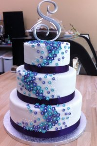 purple and blue flower wedding cake by h0p31355-d5cubzh